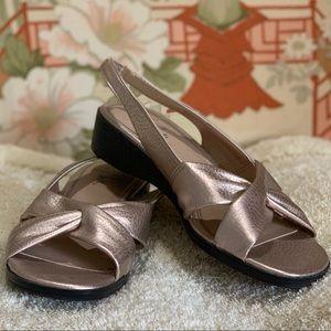 LifeStride Gold Mimosa Sandals 7 Wide